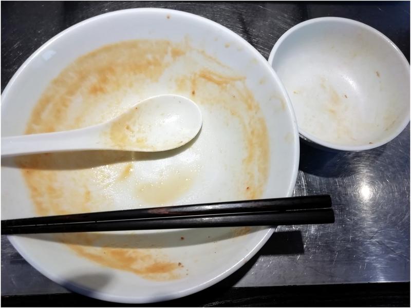 らあめん吟さんの担々麺とチャーシュー丼を完食・完飲。