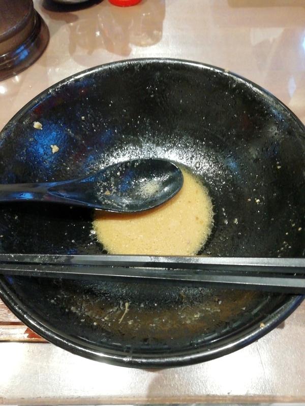 完熟味噌らぁめん かなで商店さんのかぶりつきチャーシュー味噌らぁめんを完食。