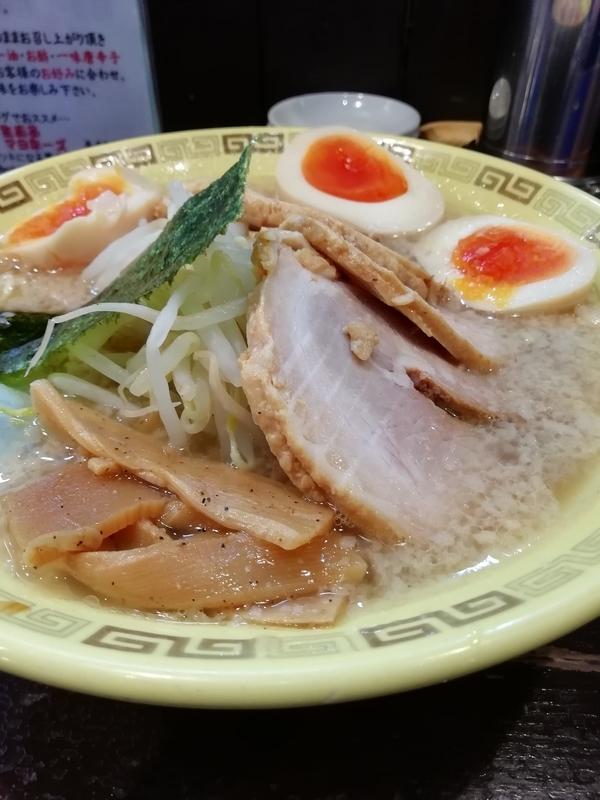 江川亭 小金井本店さんのチャーシュー麺(細麺) 950円+味付玉子 100円