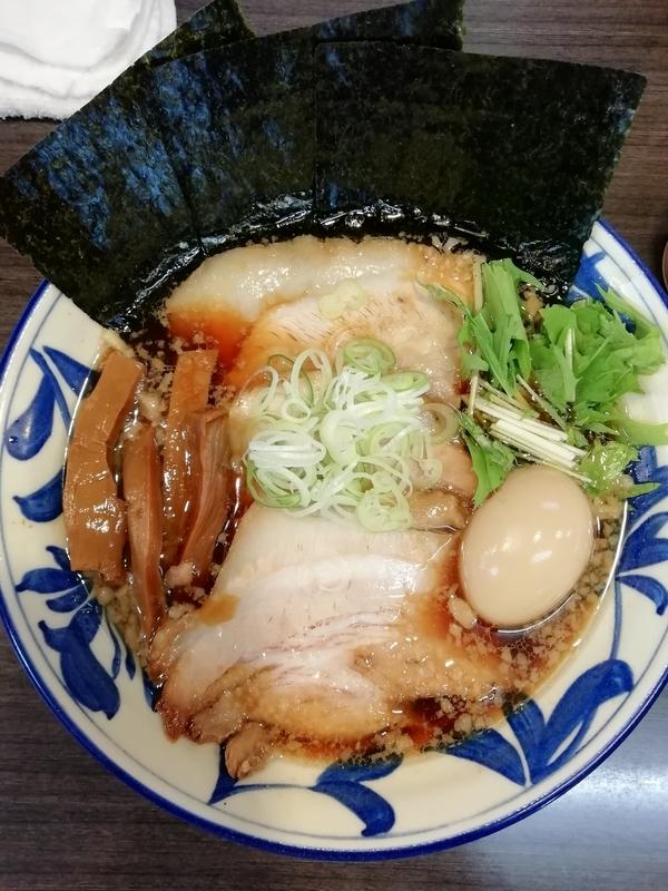 ラーメンつけ麺奔放さんの特製正油ラーメン 960円