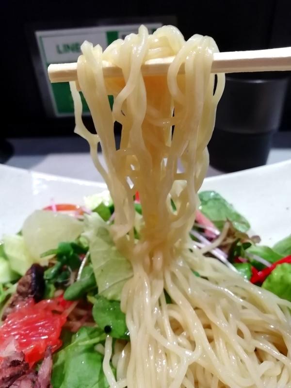 中華蕎麦 瑞山さんのローストビーフの冷やし中華の麺