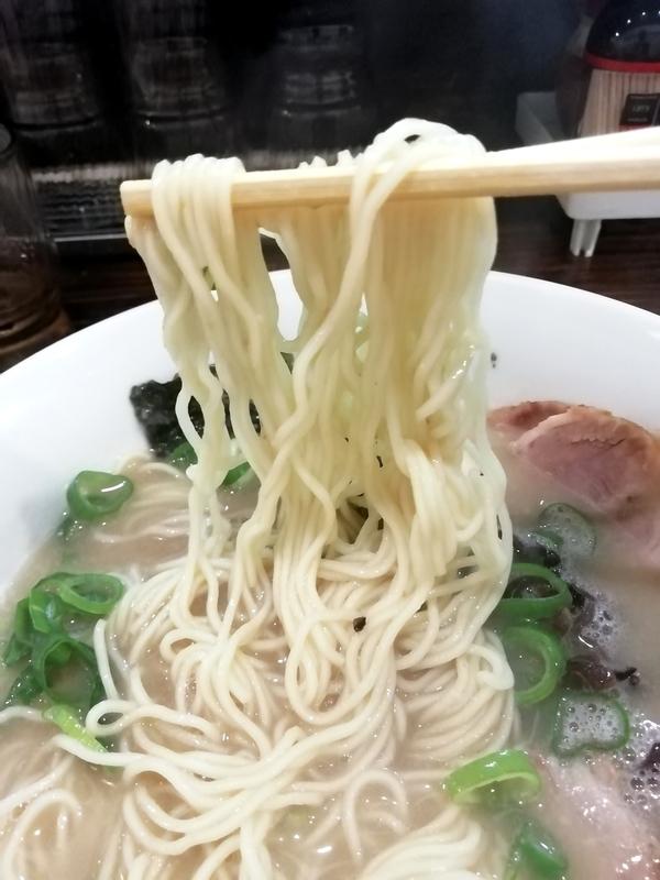 中華そば まるこうさんの博多豚骨ラーメンの麺