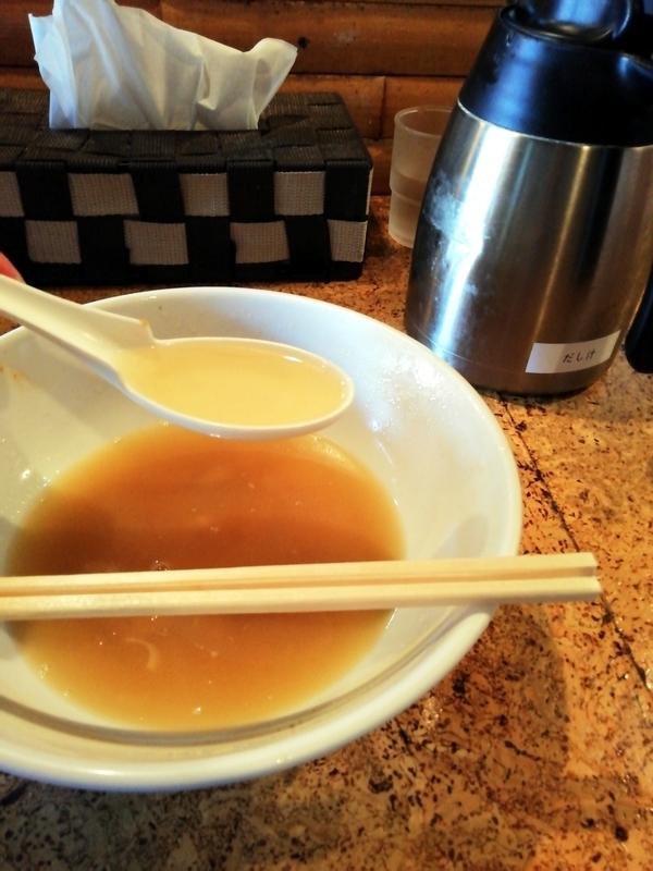 きくちひろきさんのえび風味塩スープにだし汁を加えて楽しむ。