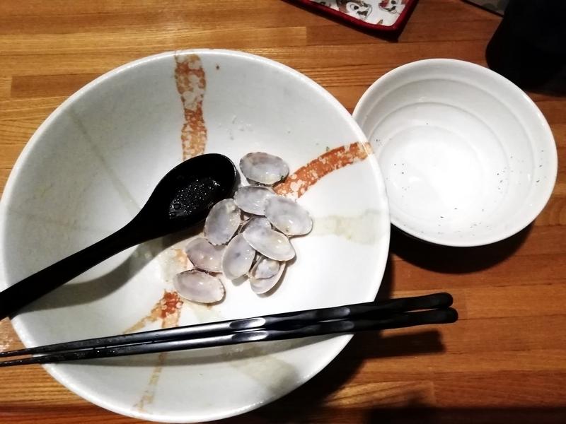 麺屋ひな多さんの上州地鶏と秋アサリの鶏白湯そばを完食・完飲。