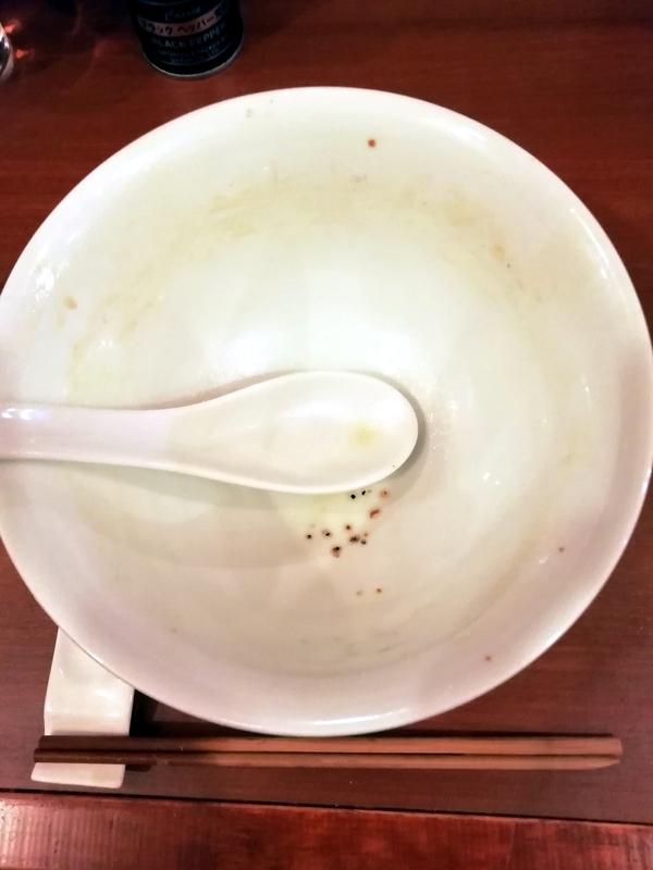 自家製手もみ麺 鈴ノ木さんの特製醤油ラーメンを完食・完飲。