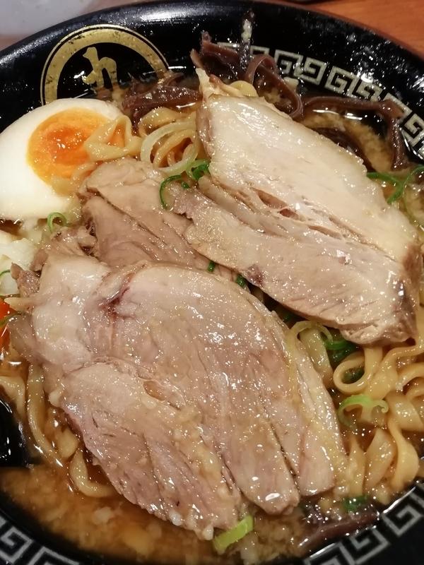 丸め@新所沢店さんの特製背脂煮干ラーメンのチャーシュー