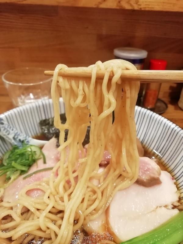 中華そば きなりさんの味玉肉増し醤油そばの麺