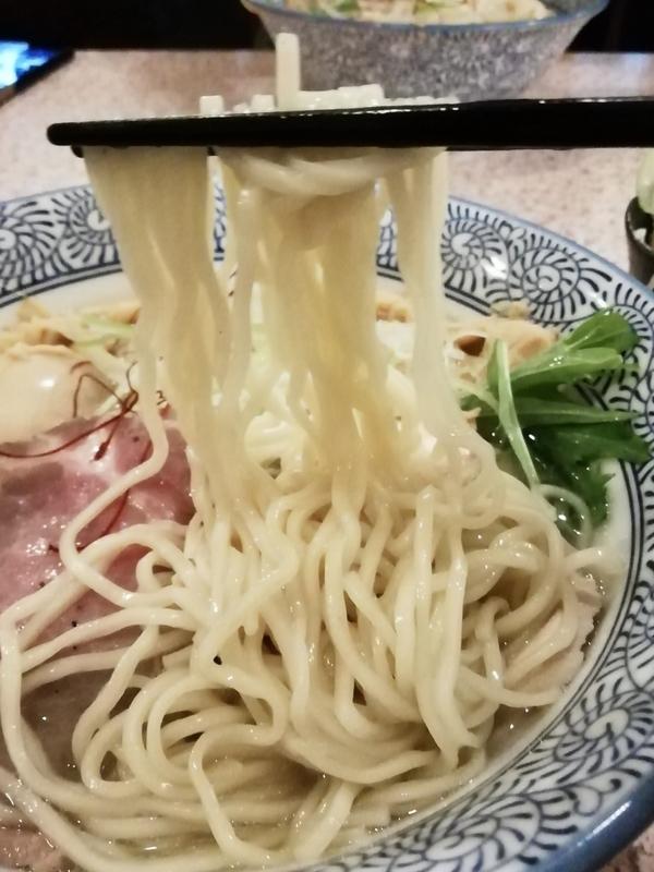 麺処かつ善さんの淡麗塩そばの麺