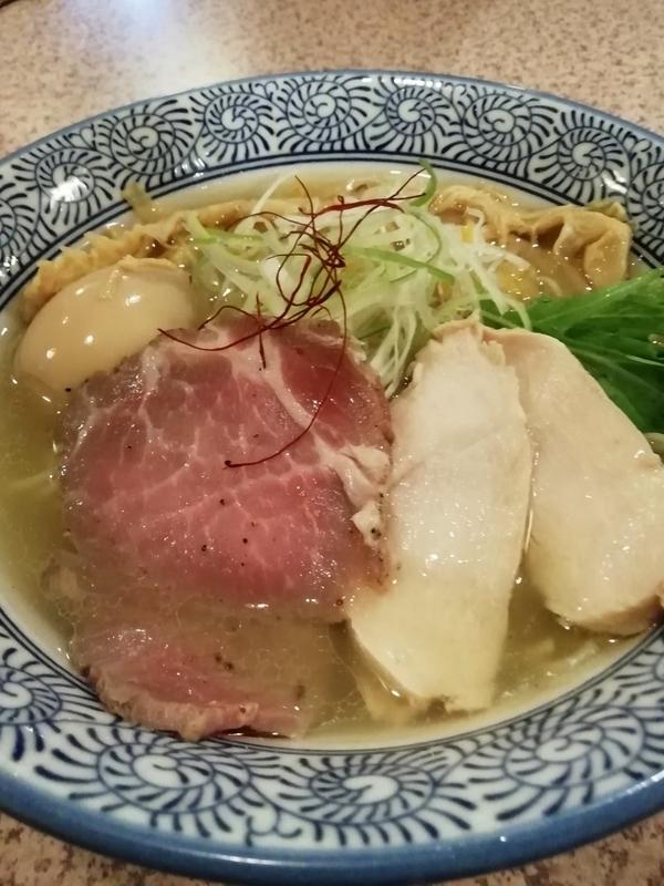 麺処かつ善さんの淡麗塩そば 770円(味玉クーポン+鶏チャーシュー1枚サービス)