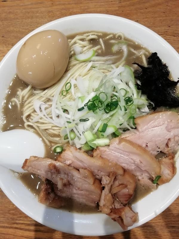 中村屋総本山さんの濃厚煮干そば(大)+チャーシュー+味玉 1050円