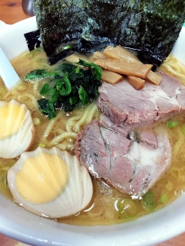 横浜ラーメン あばんさんのたまごラーメン(太麺) 930円