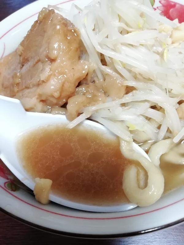 手打焔 限定リスペクトラーメンのスープ