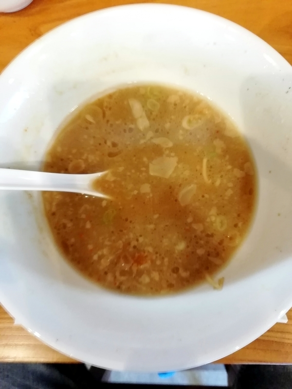 麺処あら井さんの特製背脂醤油を完食。