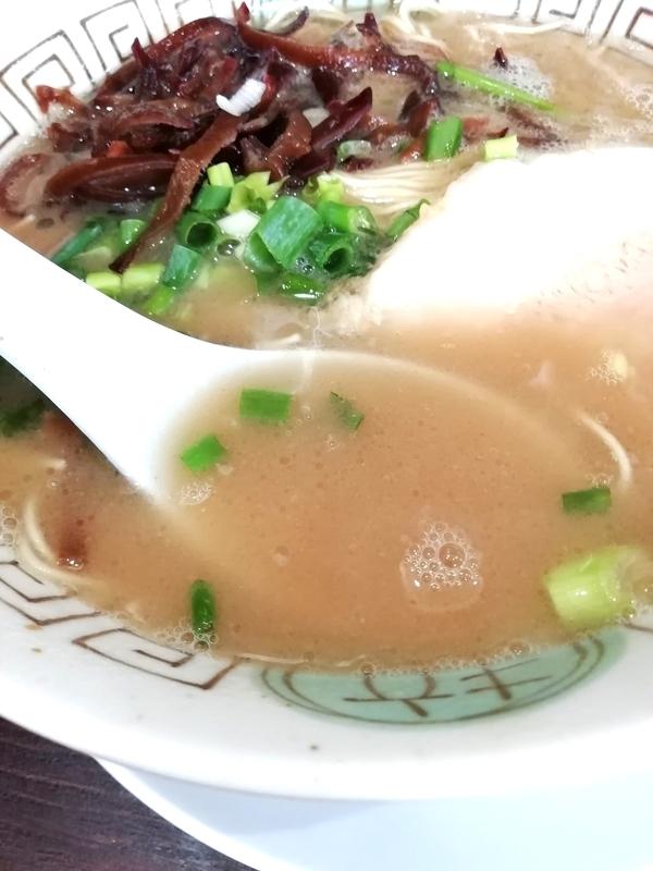 復活した初代・博多長浜らーめん楓神さんのらーめんのスープ