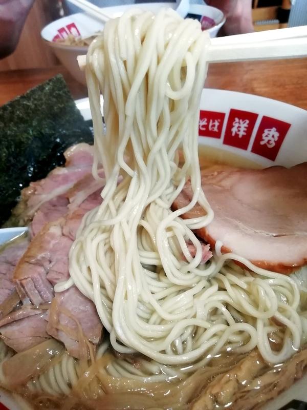 地鶏中華そば 祥秀さんの自家製中細ストレート麺