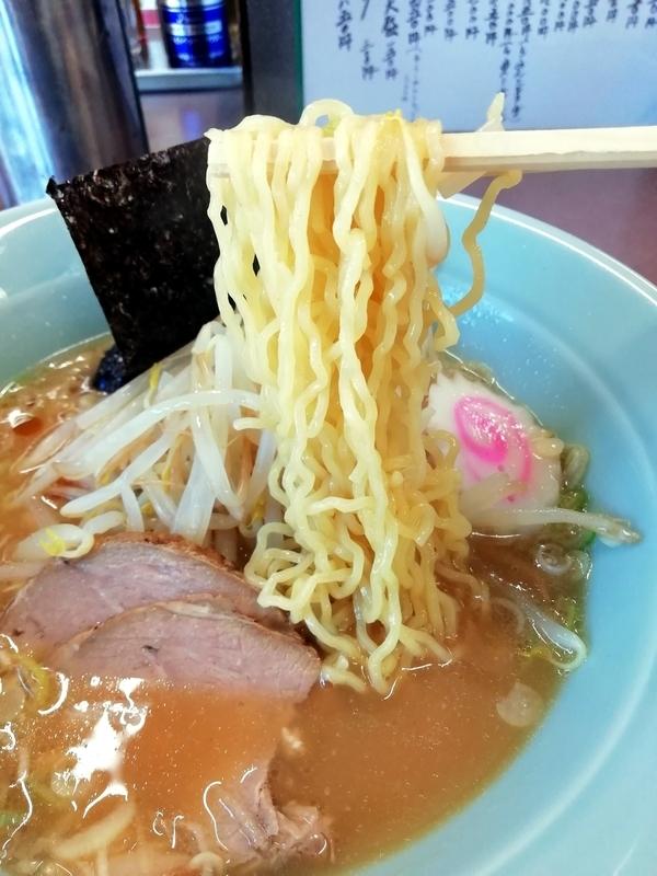 煖煖亭さんの特別Aランチラーメンの麺