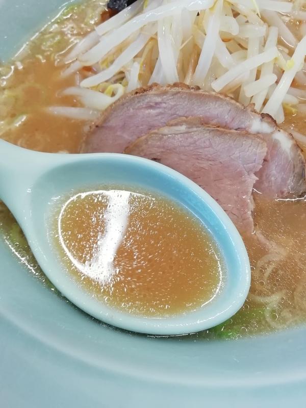 煖煖亭さんの特別Aランチラーメンのスープ
