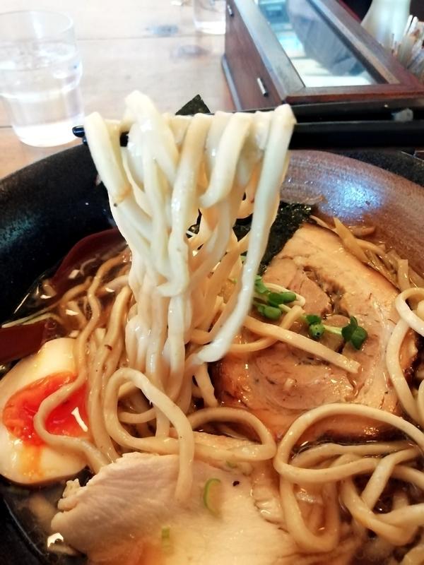 凪らーめん(醤油)の麺