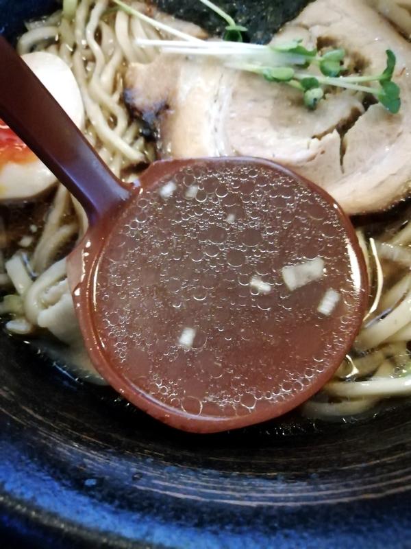 凪らーめん(醤油)のスープ