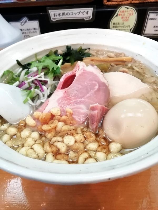 讃岐ラーメン 香麦 -komugi-さんの背脂いりこそば 味玉付き 960円