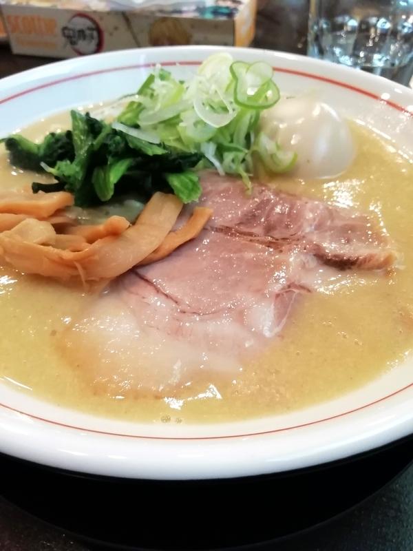 ももちゃん亭さんのポタージュ醤油ラーメン(味玉) 840円