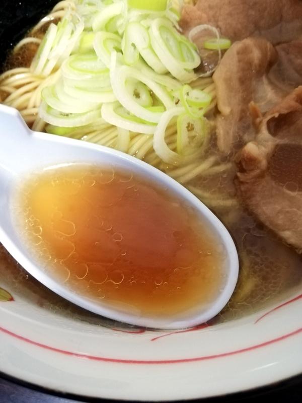 カネキッチンヌードル 鶏醤油らあめん@ヌードルツアーズのスープ