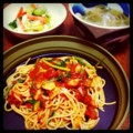 昨夜はベーコンとルッコラのトマトソースパスタと大根ピーマンのスー