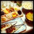 今夜は初物サンマとなんかお惣菜とごはんみそ汁発泡酒(´¬`)