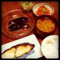 今夜は鰆西京焼きと茄子ベーコン焼きと人参パクチーとモヤシナムルと