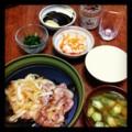 今夜は豚生姜焼きと大根なますとニラナムルと茄子浅漬けとオクラみそ
