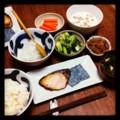 今夜は鰤塩焼き大根おろしと小松菜炒めとキンピラゴボウととろろ納豆