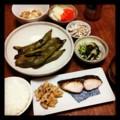 今夜は鰆の塩麹漬けとキンピラレンコンとそら豆とゴボウサラダと水菜