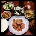 今夜は豚タマネギ炒めと切り干し大根サラダとピータン豆腐とエノキニ