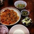 今夜は豚もやしキムチ炒めとピータン豆腐とゴーヤー梅和えとオクラ納
