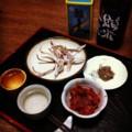 今夜の晩酌セットは炙りスルメと古キムチと島根の鮎うるかで惣誉(´ー