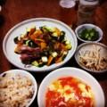 今夜はラム肉グリルとトマト玉子スープとゴボウ梅和えとオクラピクル