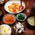 今夜は海老トマト玉子炒めとピータン豆腐と人参パクチーとほうれん草