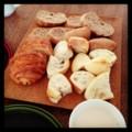 今朝はパンとミルクティー(´ー`) メゾンカイザーのクロワッサン売り