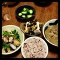 今夜は菜の花ボンゴレとピータン豆腐と胡瓜ぬか漬けと豚汁とごはん(´