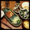 今夜は鯖の醤油麹漬けとニラもやしナムルとからし菜サラダと蓮根花椒
