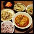 今夜はロールキャベツと鉄鍋モヤシ炒めと大根炒め煮と春野菜スープと