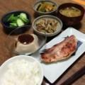 今夜は赤魚粕漬けと胡麻豆腐とゴボウ唐揚げと胡瓜ぬか漬けと夏野菜煮