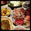 今夜は実家で刺身と肉じゃがと蕪と胡瓜の和え物と蔓紫のお浸しと納豆