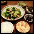 今夜は鶏レタス炒めとピータン豆腐と切り干し大根サラダとイナゴ佃煮