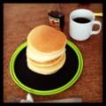 今朝はなんか久しぶりなホットケーキとハワイアンコナ(´ー`) 八月も