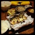 今夜は鮭ホイル焼きと冷やしナスと花椒レンコンと納豆とみそ汁とイナ