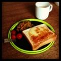 今朝はチーズトーストとミニトマトとカボチャサラダとミルクコーヒー