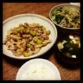 今夜は豚蓮根銀杏炒めと小松菜モヤシ炒めと豆腐みそ汁とごはん(´¬`)