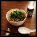 今日の昼ごはんは豚バラ肉のフォー(´¬`) なまり節ラー油はパクチー