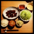 今夜は厚木名物とん漬とキャベツ千切りと白菜マヨ和えと数の子と納豆